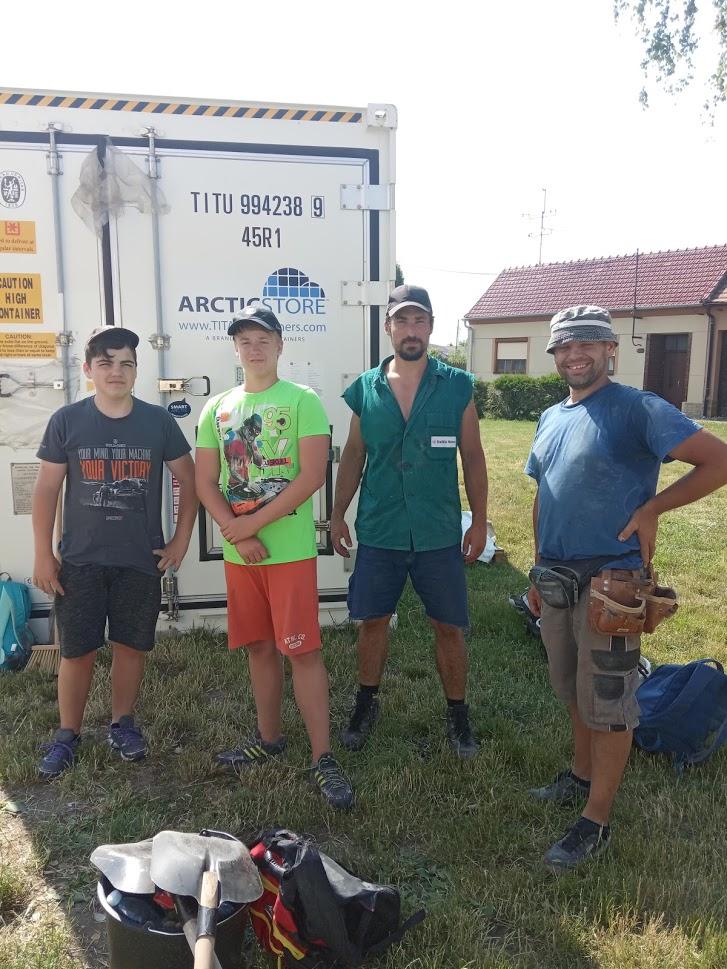 Budoucí deváťáci pomáhali v obcích po tornádu